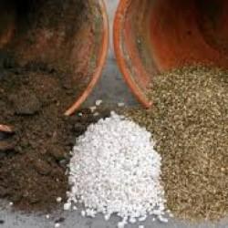 فروش خاک پرلیت و پیت ماس گلخانه ای